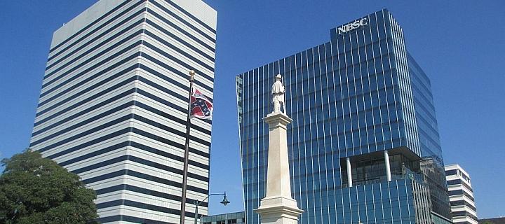 5683e872a23f14 Charleston  Demonstranten fordern Entfernung der Südstaaten-Flagge nach  Massaker