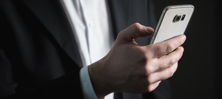 Kribbeln in Fingern und Händen: Übermäßige Smartphone-Nutzung kann Karpaltunnelsyndrom fördern