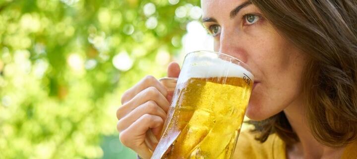 Jahrbuch Sucht: Deutsche trinken eine Badewanne voll alkoholischer Getränke pro Jahr